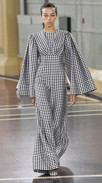 gallery_slider_2_thumb_Fustany-fashion-hijab-fashion-hijab-looks-from-london-fashion-week-2020-67.jpg