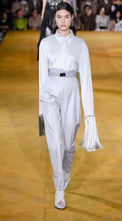 gallery_slider_2_thumb_Fustany-fashion-hijab-fashion-hijab-looks-from-london-fashion-week-2020-89.jpg