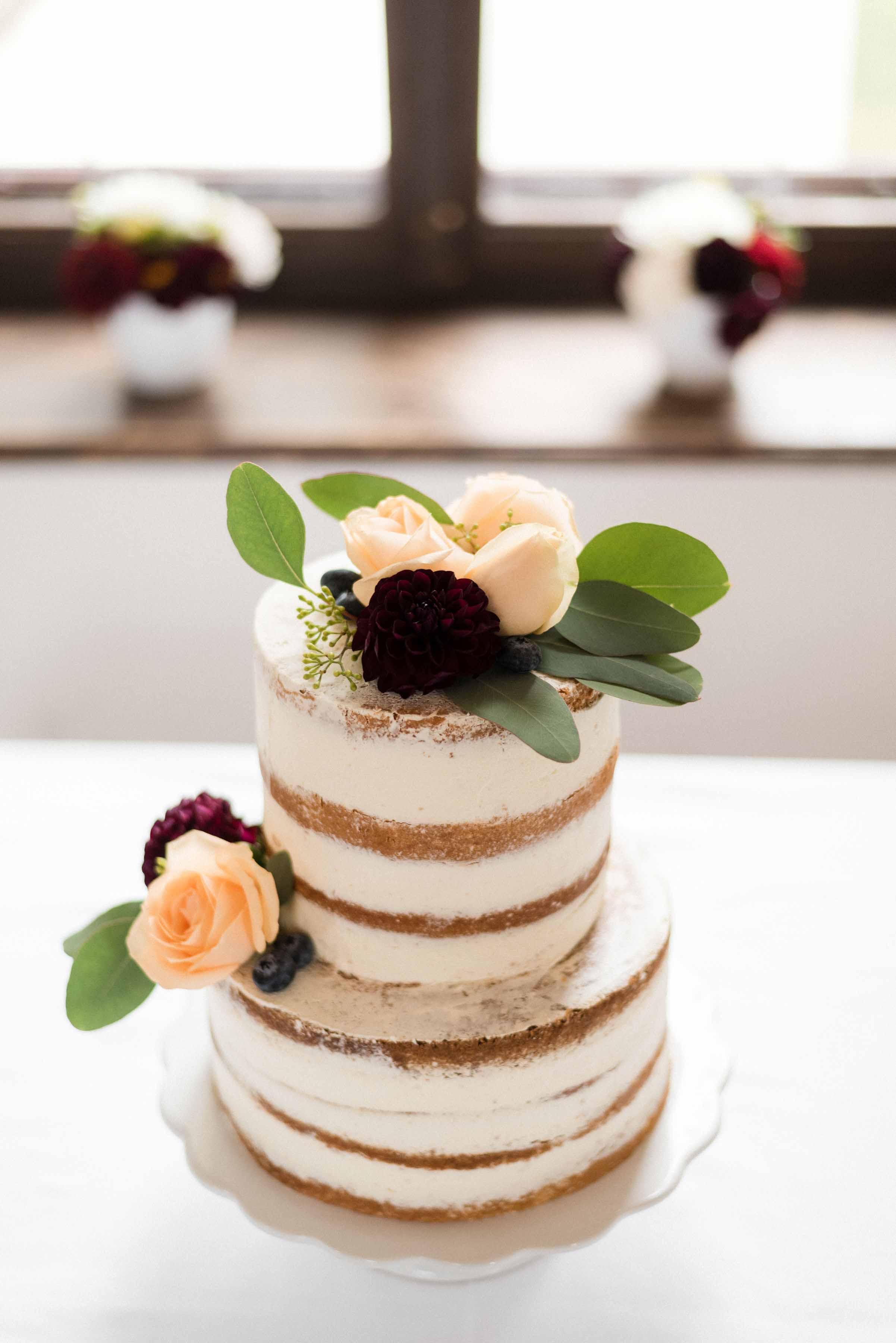 Burg-Hochzeit in Pfirsich & Burgunder