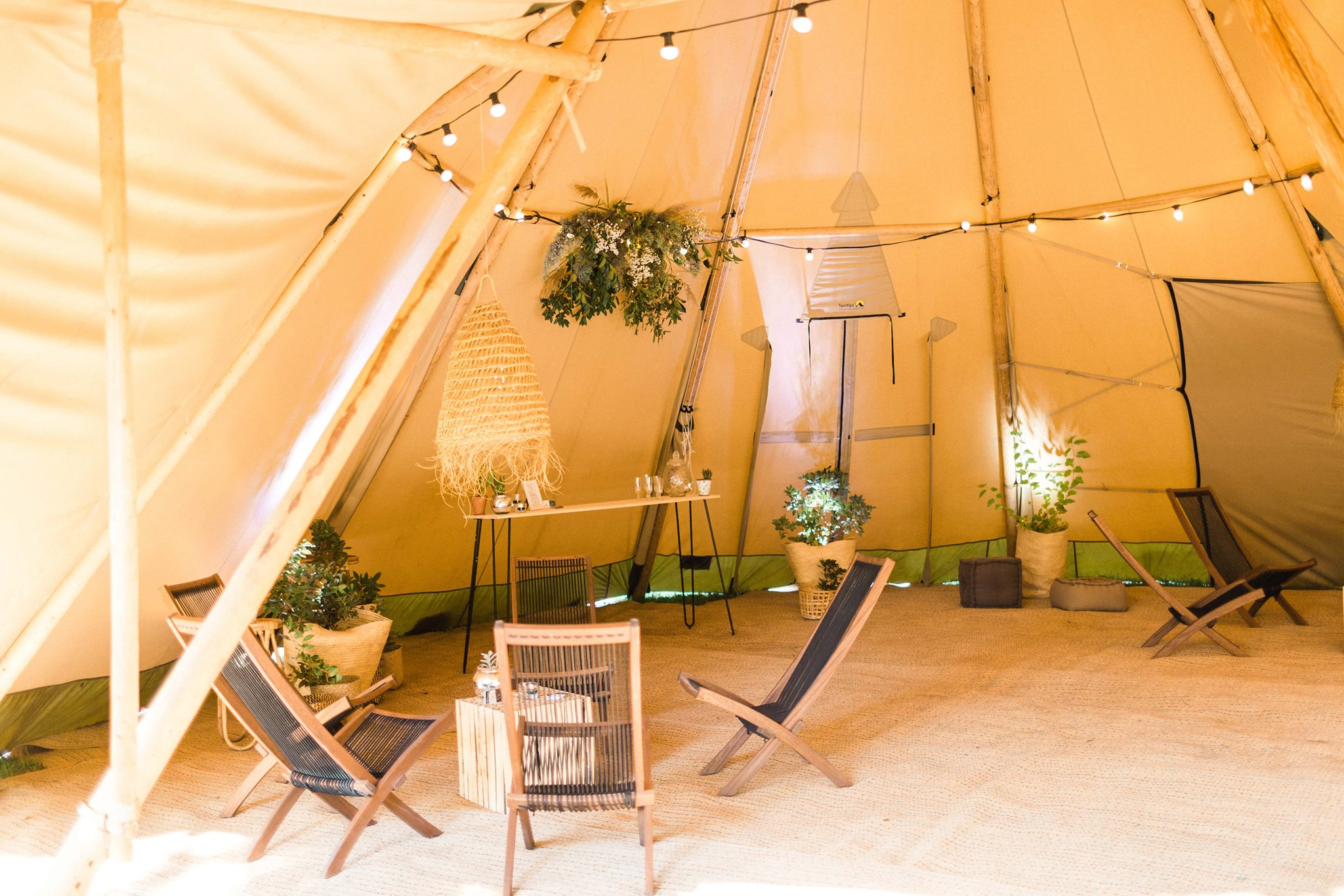 DÉCORATION LOUNGE WEDDING TIPI / SALONS / SUSPENSIONS / BAR…