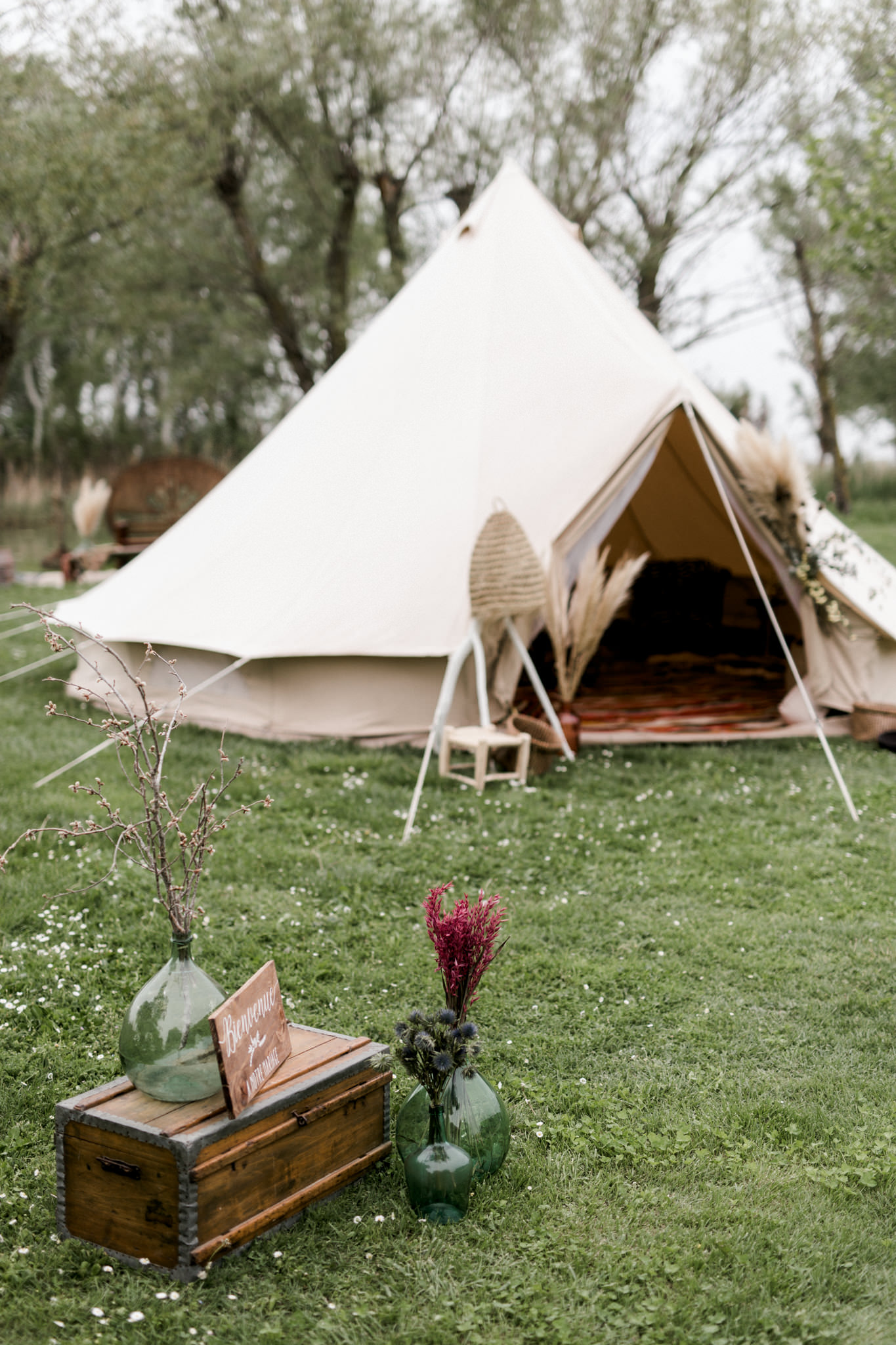 laurent brouzet , tent tipi , vent tent , bell tent , wedding tent , French wedding camp , nomad hotel , wedding luxe provence