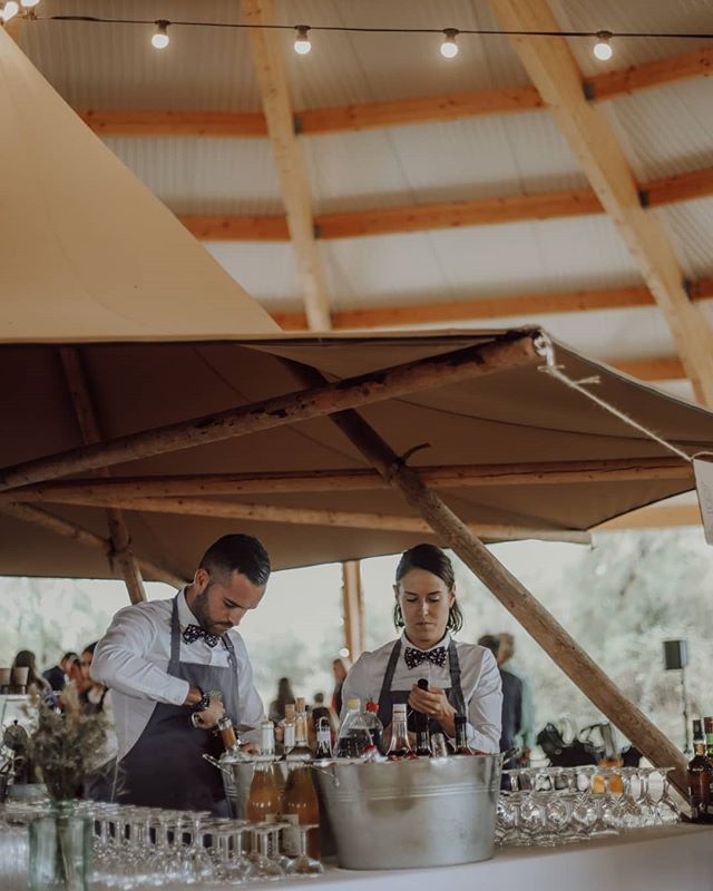 #weddingfood》  Notre NIMBUS BAR mis en lumière par @maison_nans et son équipe ! Pick by @florianemarenghi Food by @maison_nans  #chictipi #freedhomecamp #tipispirit #weddingtipi #love #instagood #instawedding #instawild #wedding #weddinginfrance #bohowedding #beachwedding #naturewedding #folkwedding #bride #bohobride #boho #folk #kinfolk #beinspired #sinspirersemarier #mariage #traiteurmariage #traiteuraixenprovence #mariagesuddelafrance #weddingartphotography  #frenchwedding #luxewedding