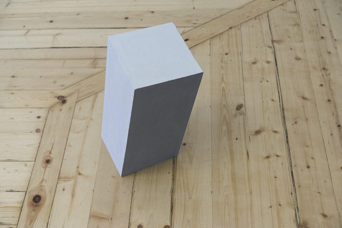 Thomas Hutton, Pier, Gypsum board, acrylic render, artificial pigment, 30x30x50 cm, 2017