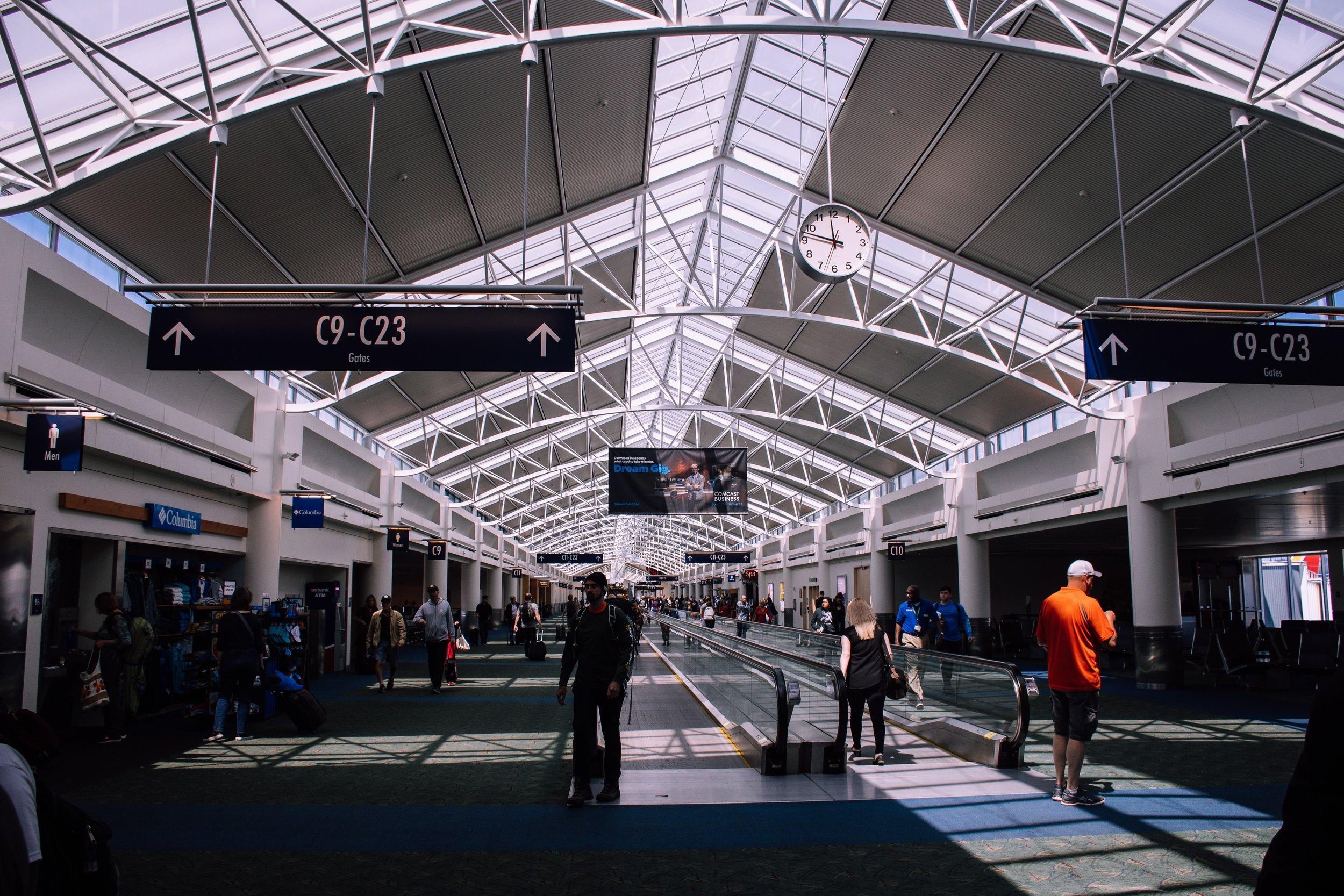 airport-arrival-building-1115358.jpg