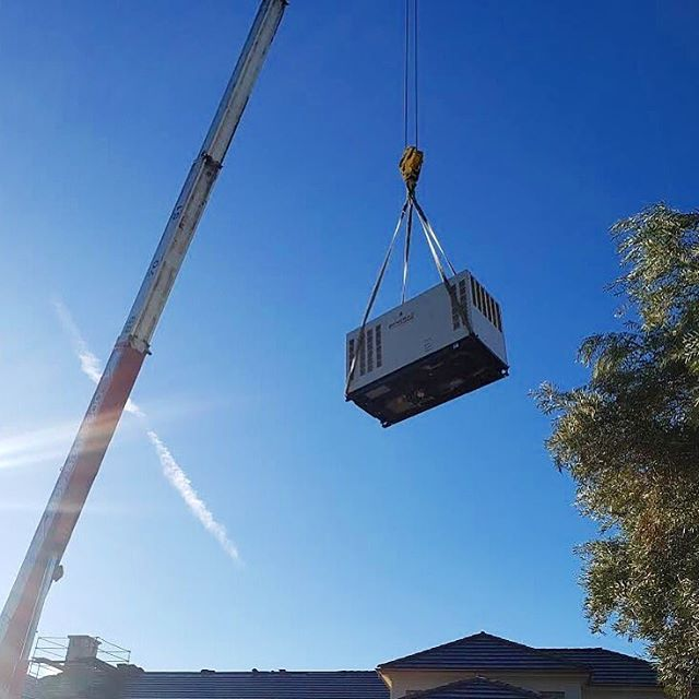 Just a big ol' generator casually flying through the sky..! 😳 . . . #carpinteria #summerland #montecito #santabarbara #hoperanch #electric #electricalcontractors #customelectrical #construction #customconstruction #generator #safetyfirst #powellelectricinc