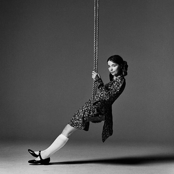 Swinging towards the weekend like... if it were hump day 🖤 #bjork #inspiration 🖤