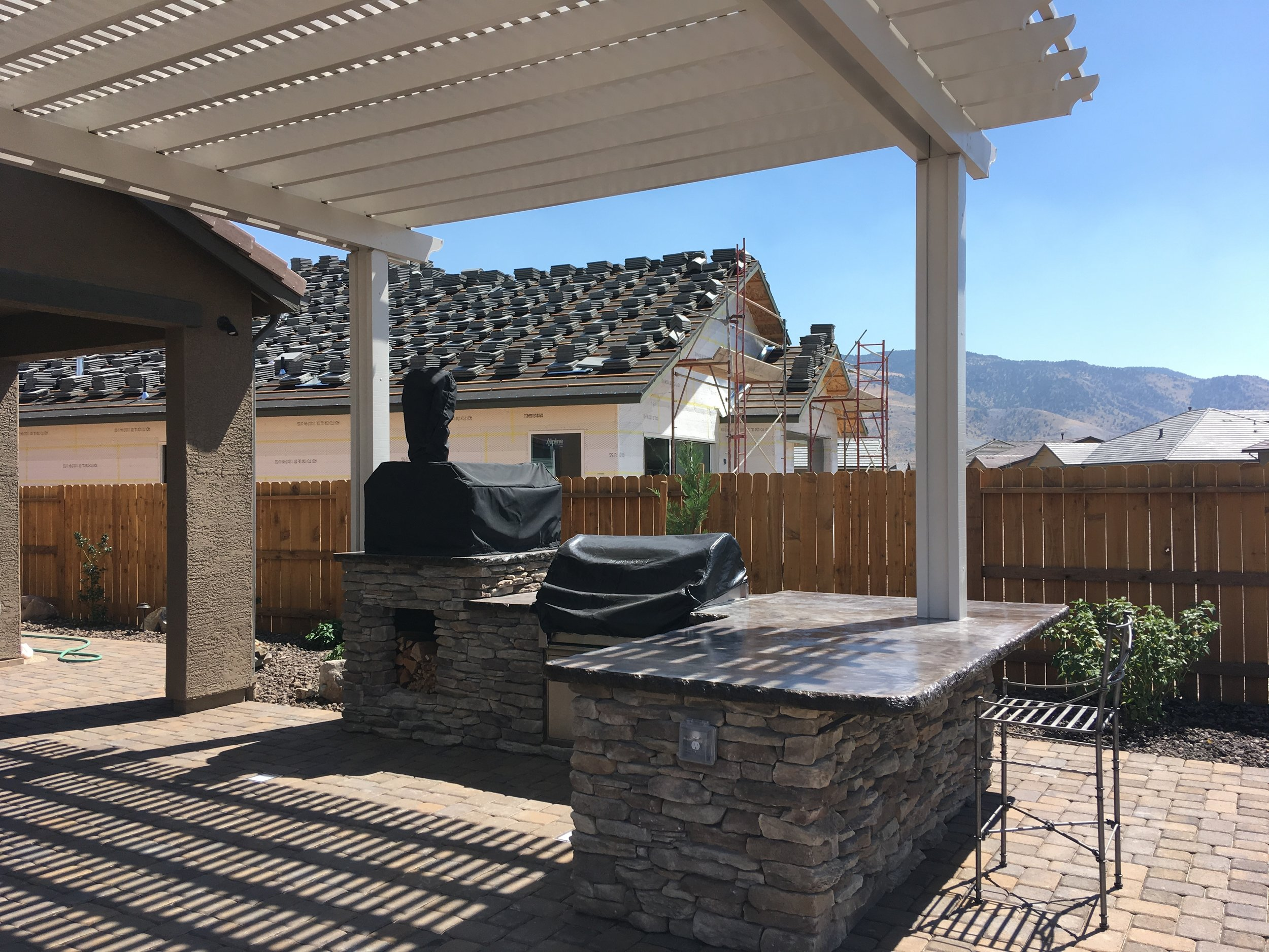 Landscape Contractor Tips in Carmichael, CA, to Creating Beautiful and Functional Outdoor Kitchens
