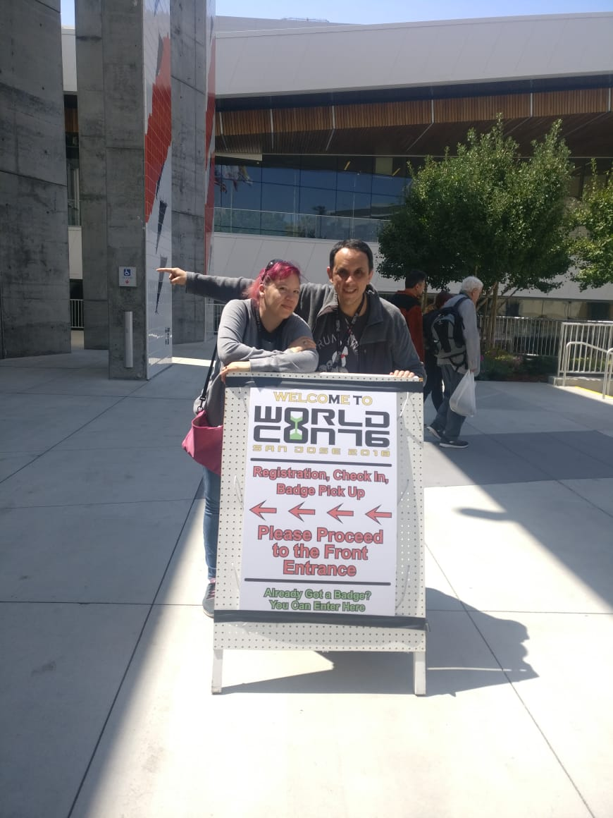 Raquel Castro and Alberto Chimal with the Worldcon 76 sign