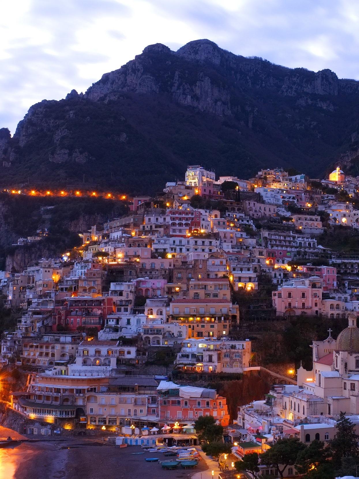 greece-hillside-village