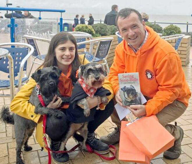 Aimee and the Vale MP, Alun Cairns at Barry Island Schnauzerfest 2018