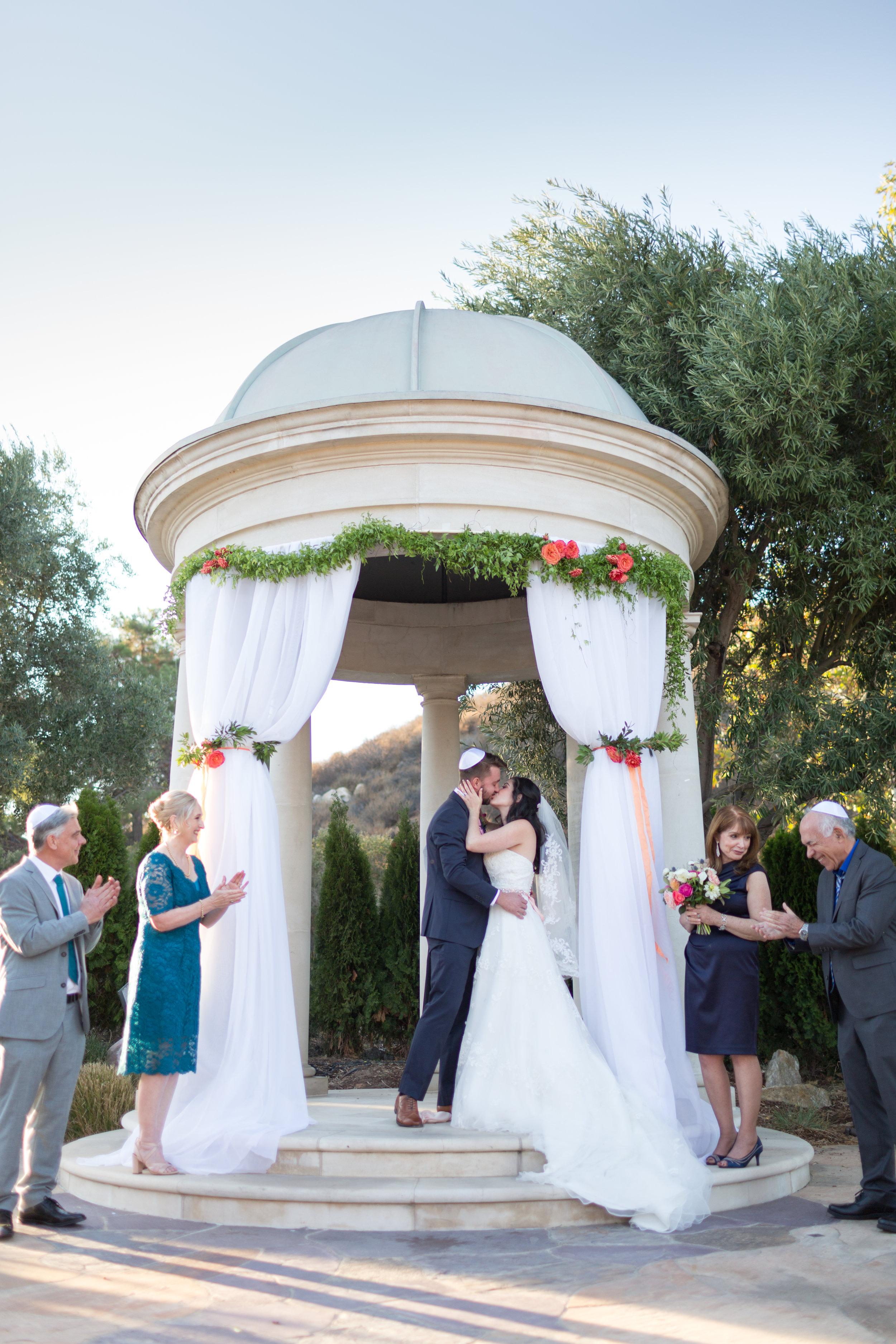 Dana&Mike_WeddingPreviews-017.jpg