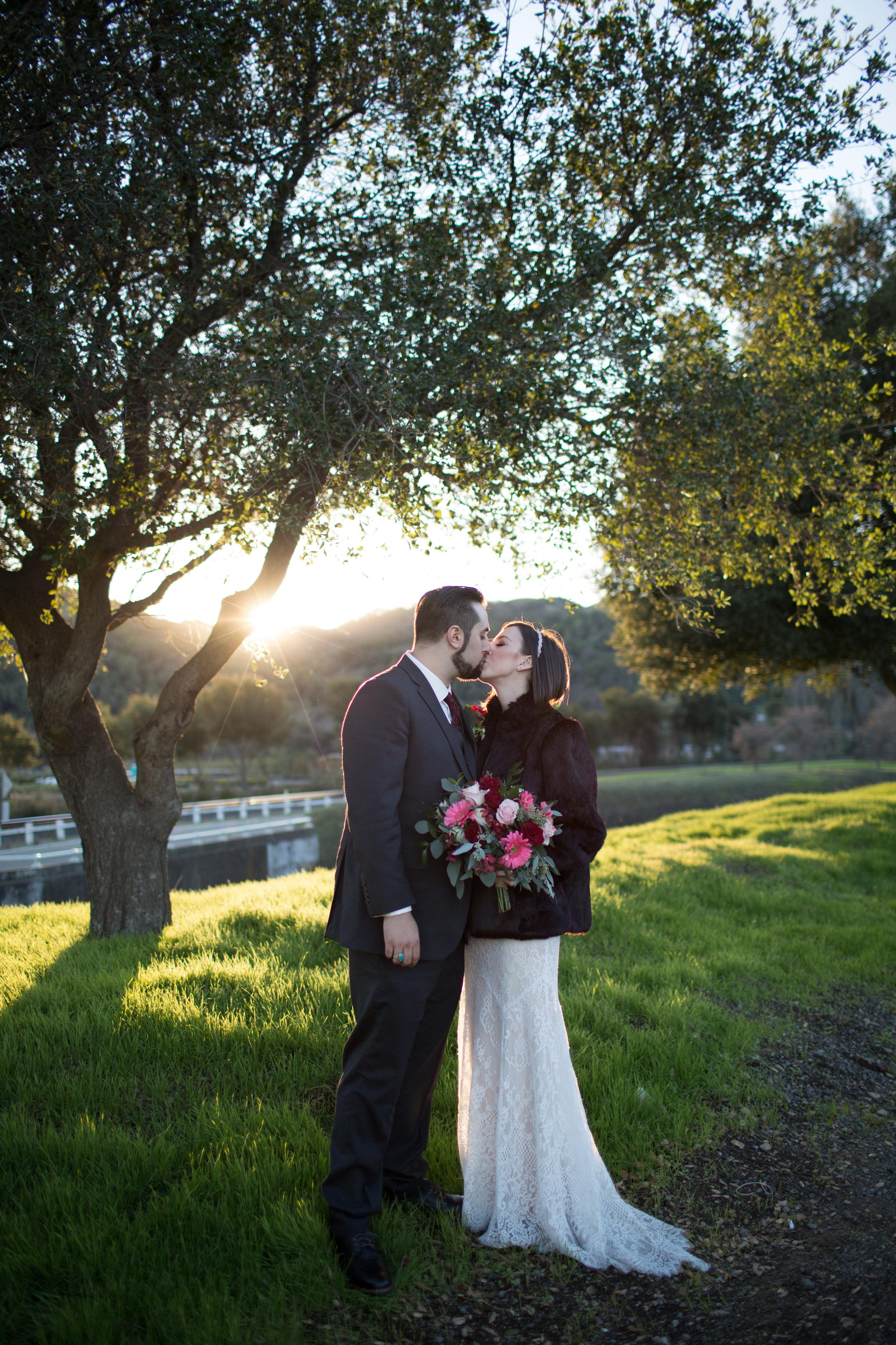 Renee&Jake_WeddingPreviews-008.jpg