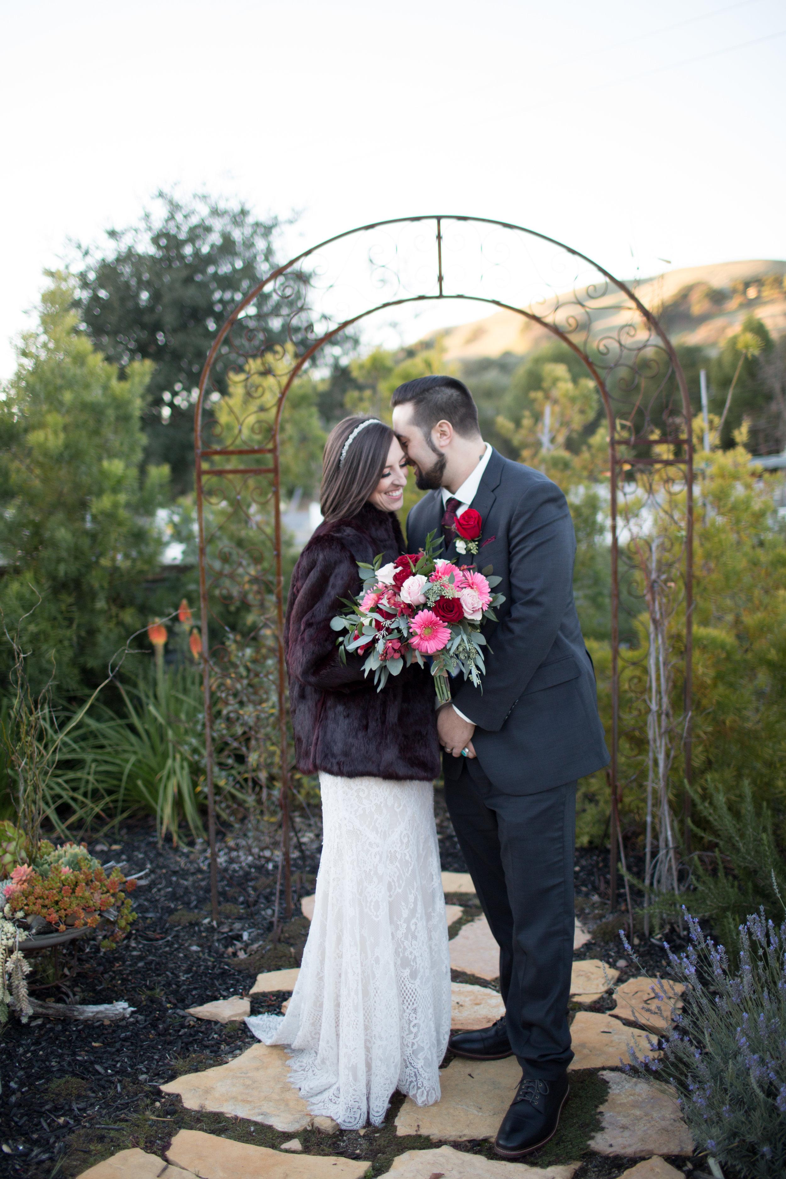 Renee&Jake_WeddingPreviews-010.jpg