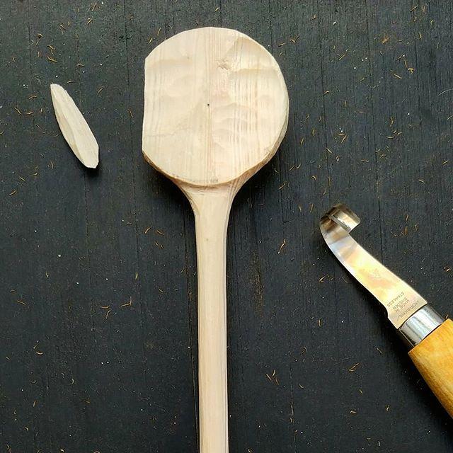 💔 . . . #spooncarving #handmade #spoon #woodcarving #morakniv #slöjd #woodworking #woodenspoon #handcrafted #greenwoodworking #madebyhand