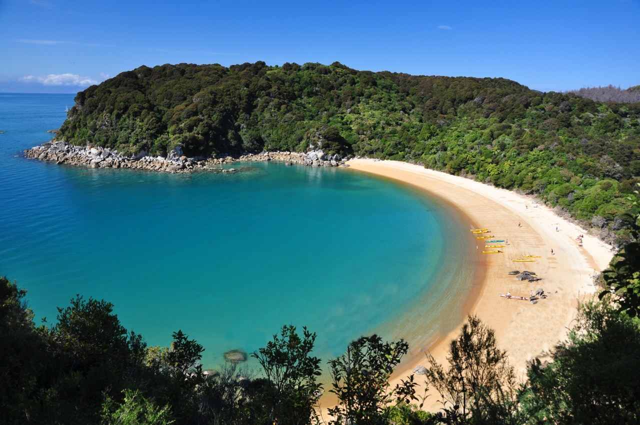 Te Puketea Bay in Abel Tasman National Park.jpg