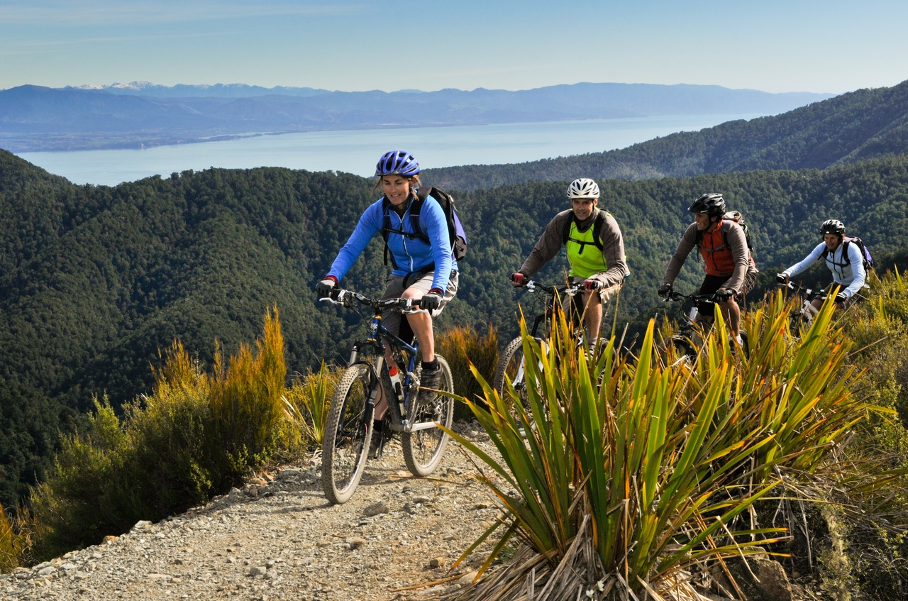 Mountainbikers on Dun Mountain Trail.jpg