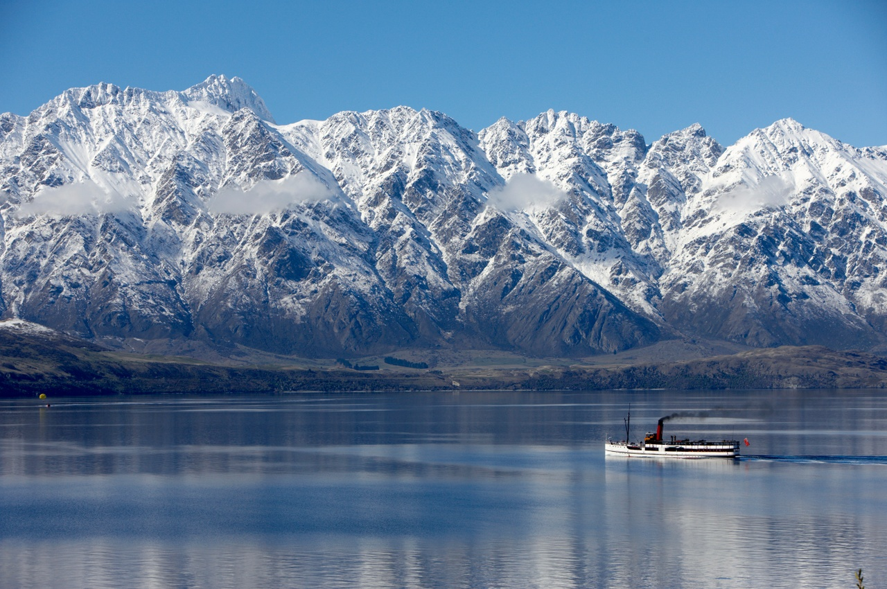TSS Earnslaw on Lake Wakatipu in winter.jpg