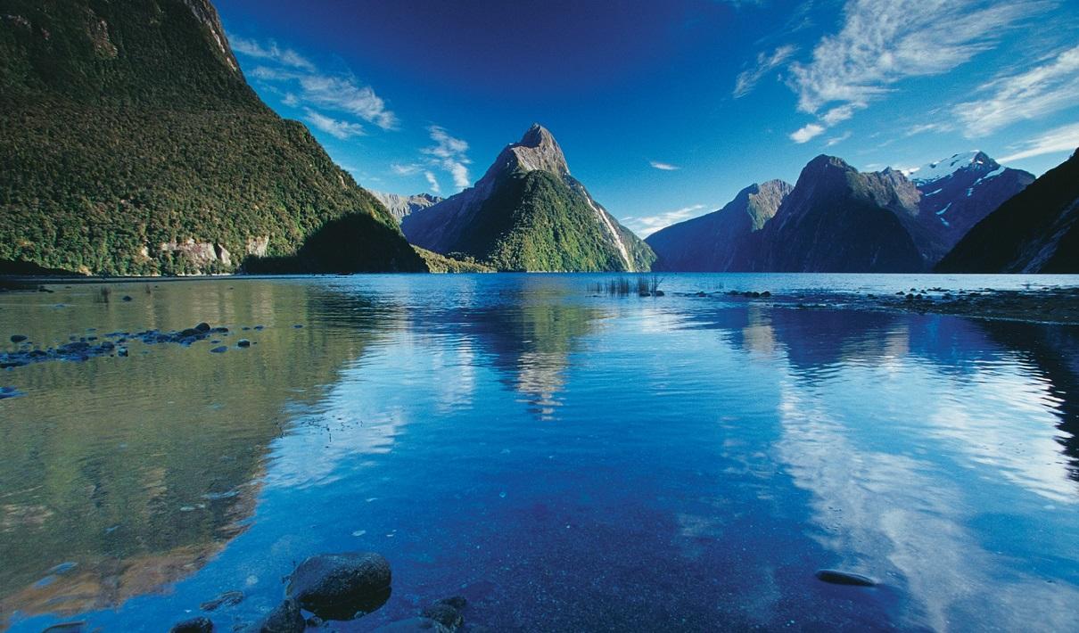 L161-Milford-Sound-Fiordland-Rob-Suisted.jpg
