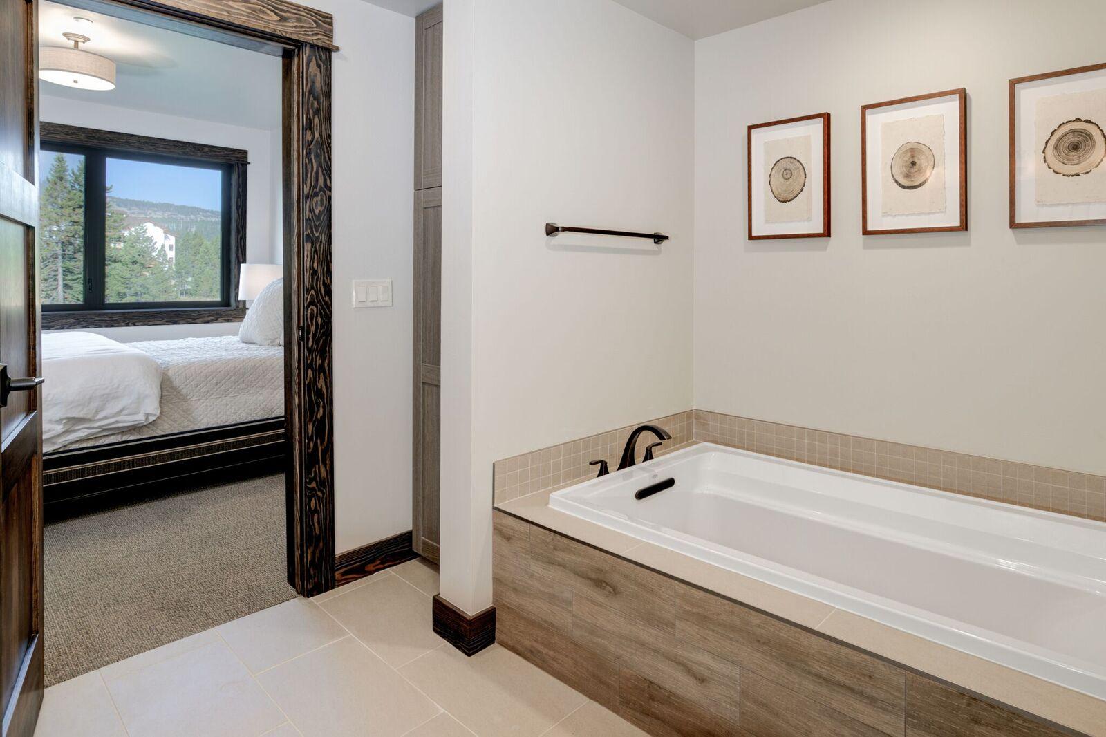 102 Master Bath 1.jpeg