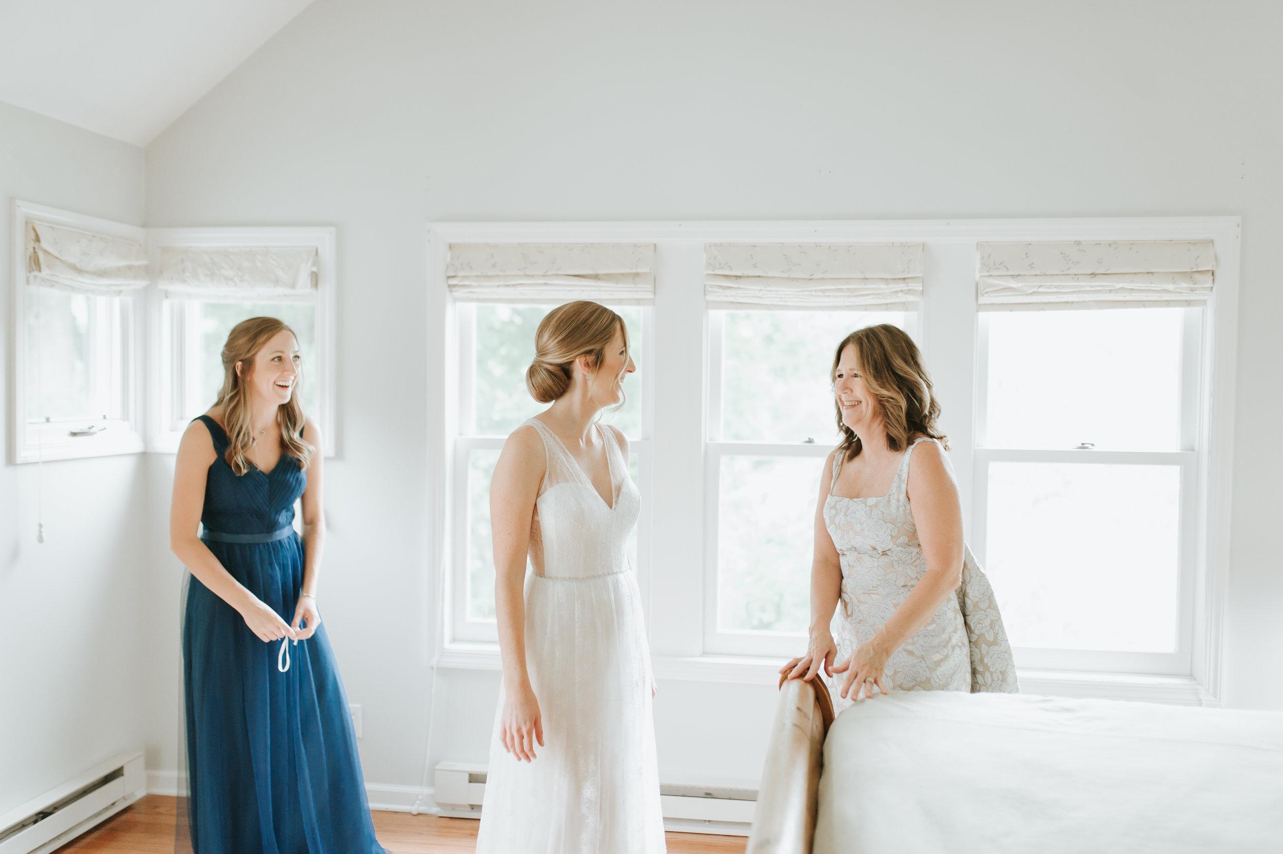 bride getting ready_ct wedding ridgefield.jpg