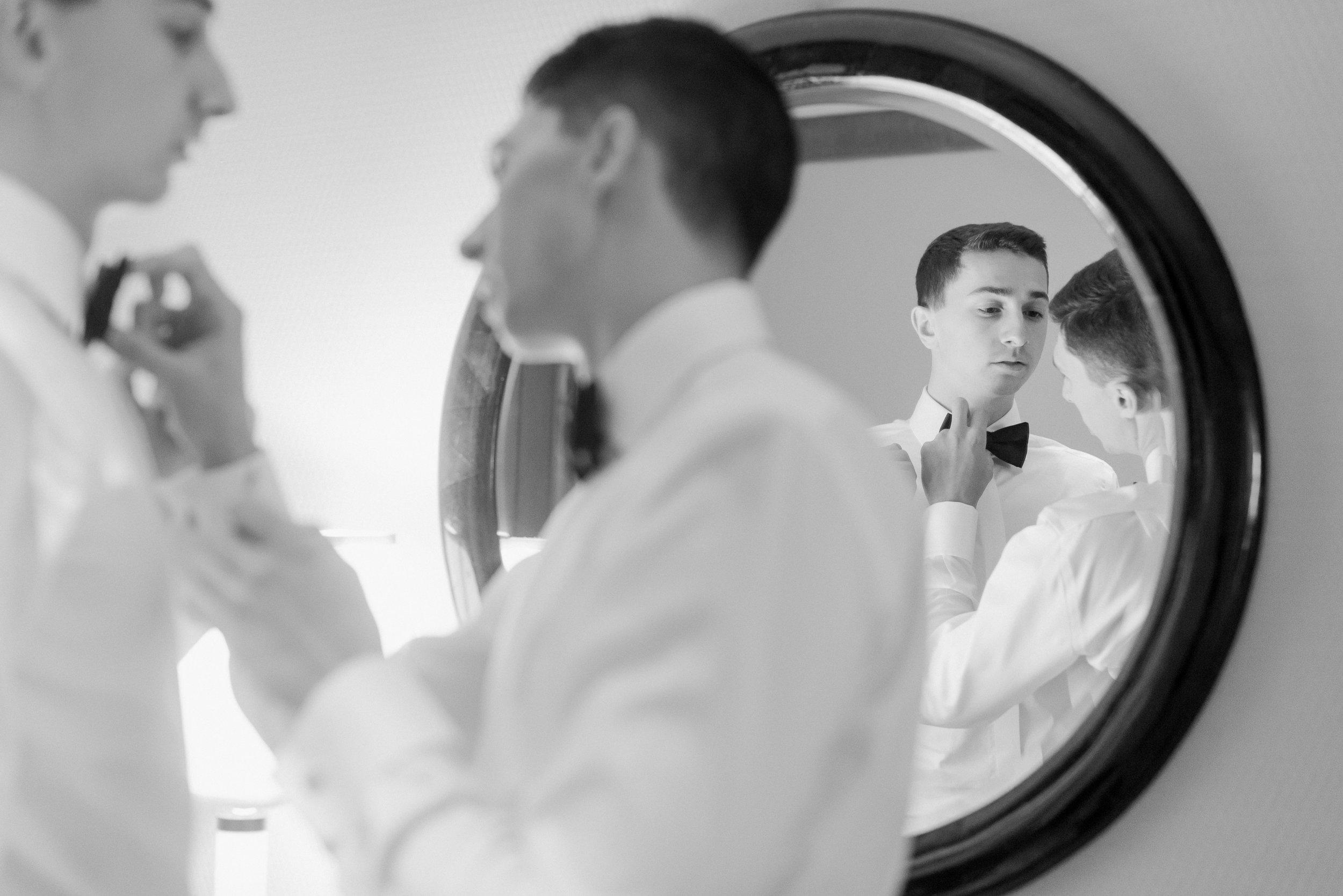 groom tying tie_CT wedding photographer