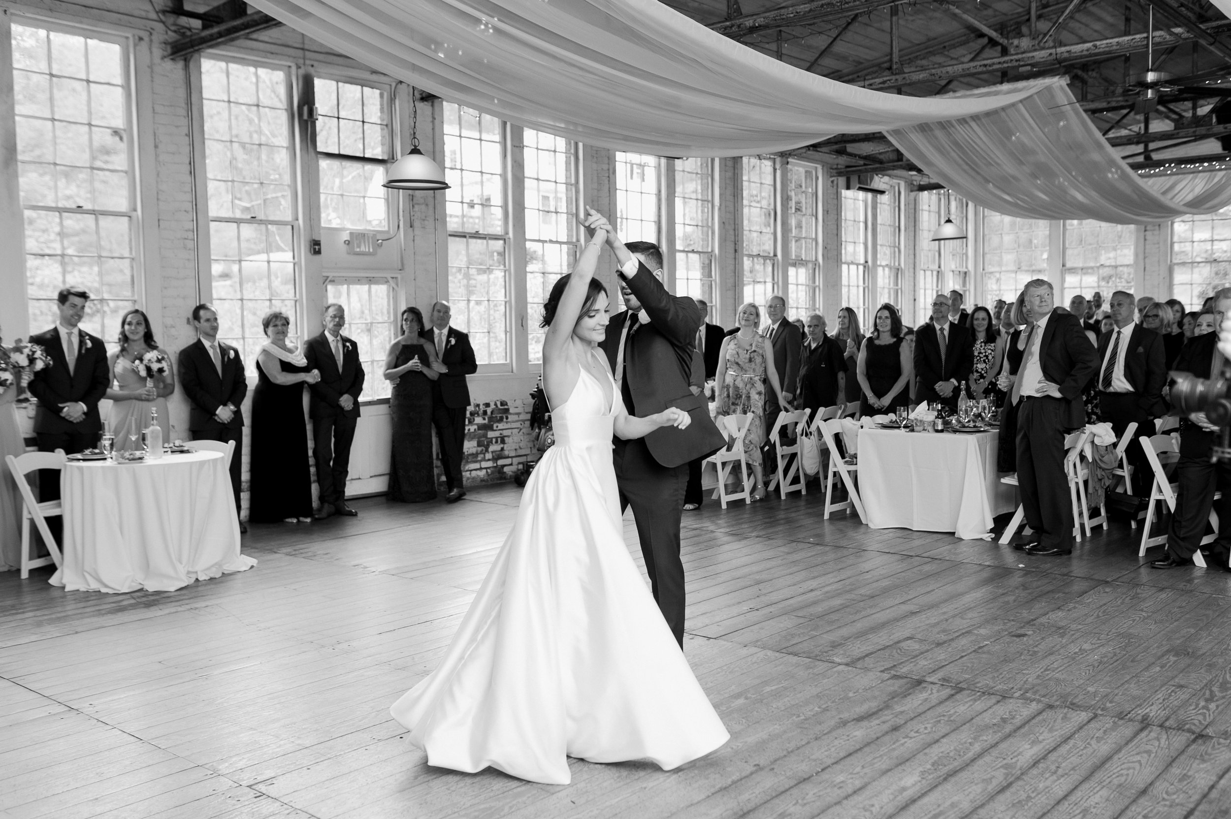first dance lace factory_bride and groom first dance