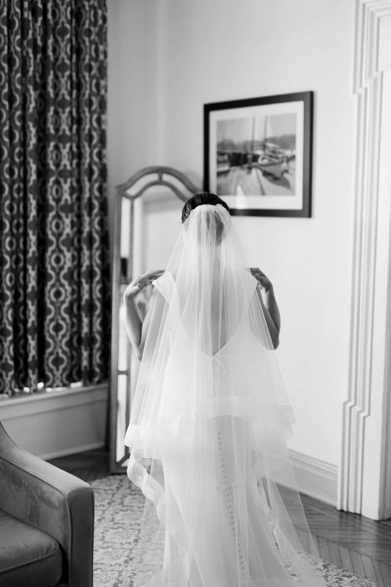 bride getting ready_b+w wedding photos__ct wedding_ct wedding photographer-1.jpg