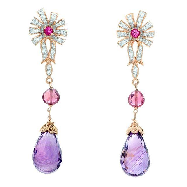 """Orecchino"" 🇮🇹 #celladesigns #jewelrydesigner #handmade #oneofakind #customdesign #earrings #gesmtomes #gold"