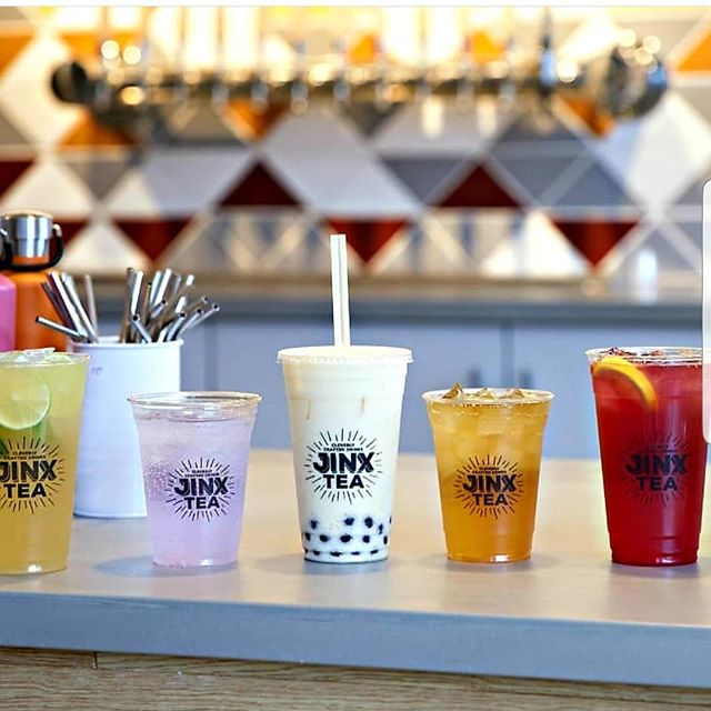 Jinx Drinks from left to right: Mojito (Crafted Cold), Ultra Violet (Fizzy), Peachy Keen (Bubble Tea), Wild Picked Black (Iced Tea) & Woke Punch (Fizzy) - ALL delicious and made with organically grown varietal teas & WAY less sugar or NO sugar. #freshrealsweetish #minneapolis #bubbletea #teaforeverymood #noknowledgeoftearequired #organictea #growlersavailable  Photo by: @katiejocannon