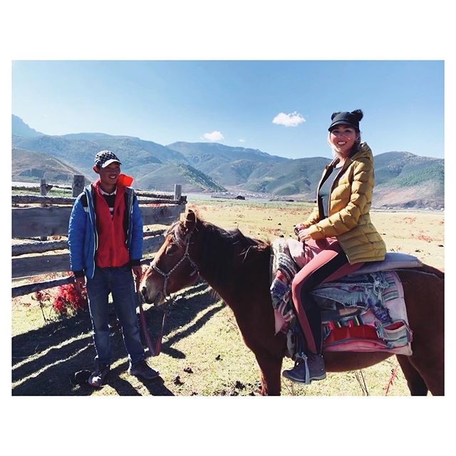 Giddy-up! 🐎 #lifeofastylist #shangrila #yunnan #horseback #travel #wanderlust
