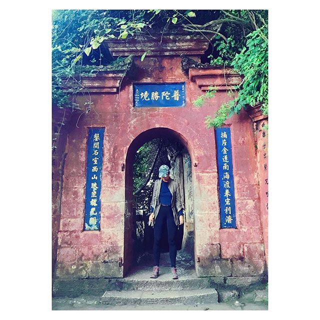 Dragon's Door 🐉 #kunming #yunnan #dragondoor #motherofdragons #travel #wanderlust #lifeofastylist