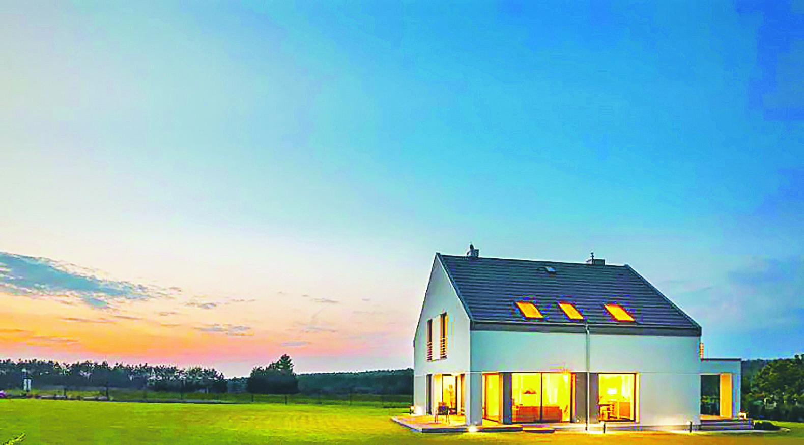 En värmepumpinstallation är en långsiktig investering som sänker husets uppvärmningskostnad och höjer fastighetens värde. Samtidigt bör du se över husets värmetjuvar och ventilationen samt eventuellt tilläggsisolera.