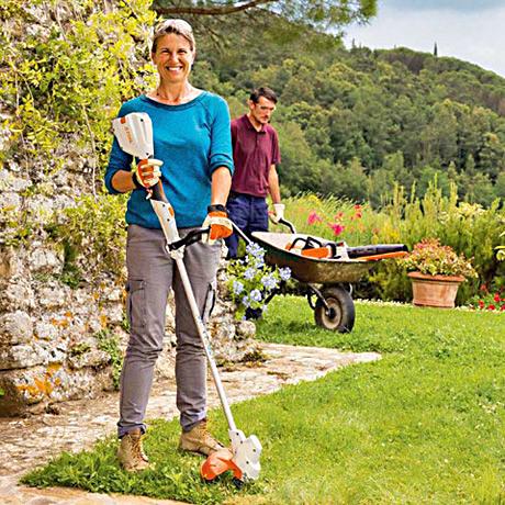 - Trädgårdssäsongen är igång och gräsmattan ska klippas varje vecka. På de ställen där du inte kommer åt med gräsklipparen är trimmern ett utmärkt redskap.Motivera varför du vill ha en grästrimmer så kan du bli den lyckliga vinnaren av en STHIL grästrimmer FSA 56.