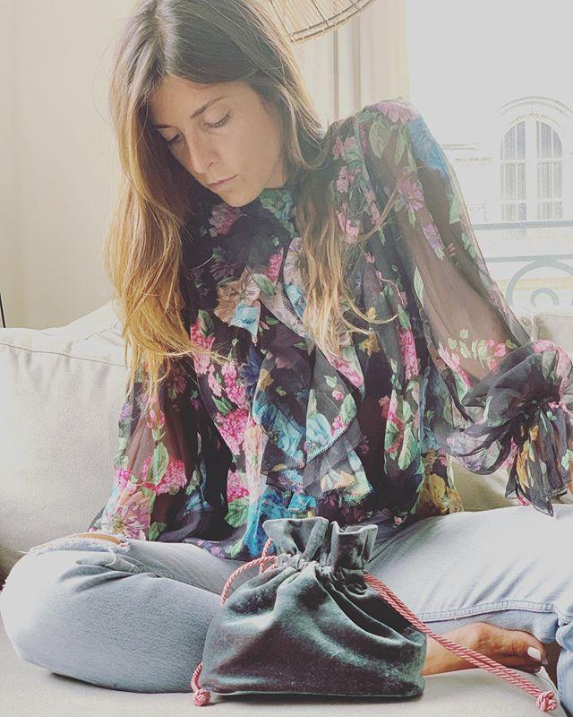 Sweet Day 🍬 . . . #soir_paris #soir_clutch #bourse #petitsac #sacdusoir #sacdejour #velours #velvetbag #bucketbag #minibag #fashionbag #fashionbrand #parisianbrand #madeinparis #madeinfrance #jewelbag #velvetclutch #soir #paris