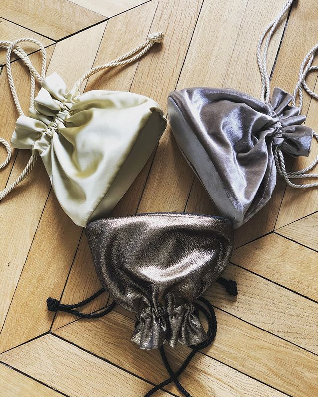 Shine Bright like a 💎 . . . #soir_paris #soir_clutch #petitsac #sacdusoir #sacdejour #sacbijoux #minibag #bucketbag #velvetbag #satinbag #svarowski #tissumetalisé #goldbag #yellowbag #parisianbrand #fashionbrand #madeinparis #madeinfrance