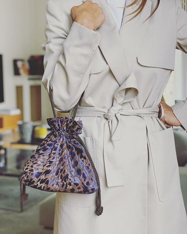 New 🐾🐾 . . . #soir_paris #soir_clutch #petitsac #sacdusoir #sacdejour #bourse #veloursdevoré #bucketbag #minibag #velvetclutch #velvetbag #fashionbag #leopard #fashionbrand #parisianbrand #madeinparis #madeinfrance #paris