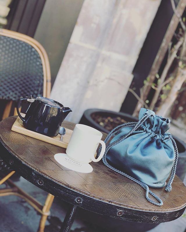 Monday Break-fast☕️🥖 . . . #soir_paris #soir_clutch #bourse #petitsac #sacdusoir #sacdejour #sacsatin #satinbag #jewelbag #jewel #minibag #bucketbag #svarowski #madeinparis #madeinfrance #fashionbrand #parisianbrand #fashion #paris