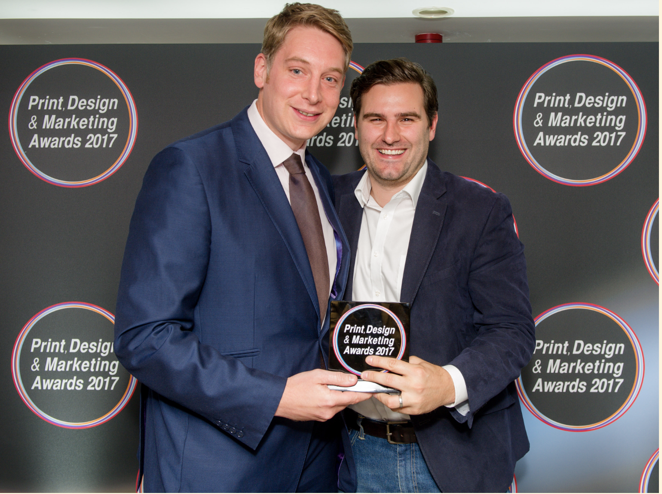 Paul Manning, MD, receives the award from Peter Jolly of HP.