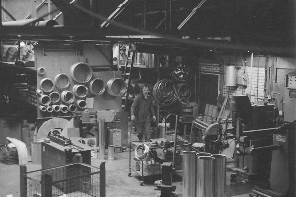 Onze Geschiedenis - Onze geschiedenis gaat terug tot 1949, toen we begonnen met het drogen van agro producten door middel van warmte en lucht. Inmiddels, drie Modesta generaties verder, zijn wij uitgegroeid tot specialisten in stofafzuiging voor de agro, houtbewerking en recyclingindustrie. In 2019 vieren we ons 70-jarige jubileum!