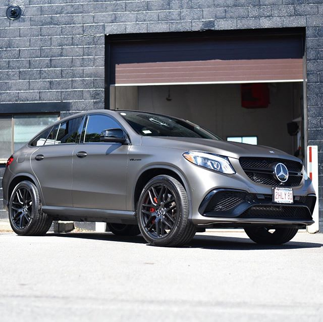 This bi-turbo V8 GLE63 AMG came to us for some finishing touches: fully blacked out wheels, black badges, a vinyl blackout, and the @ceramicpro coating suite.
