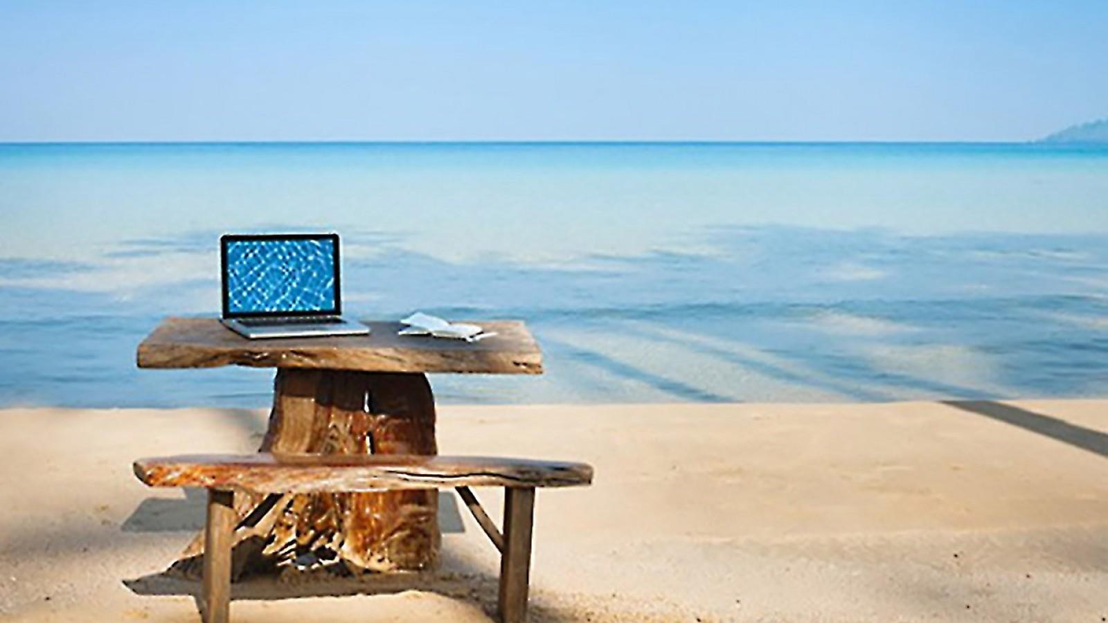 Summer_office__1600_900_90_s_c1.jpg
