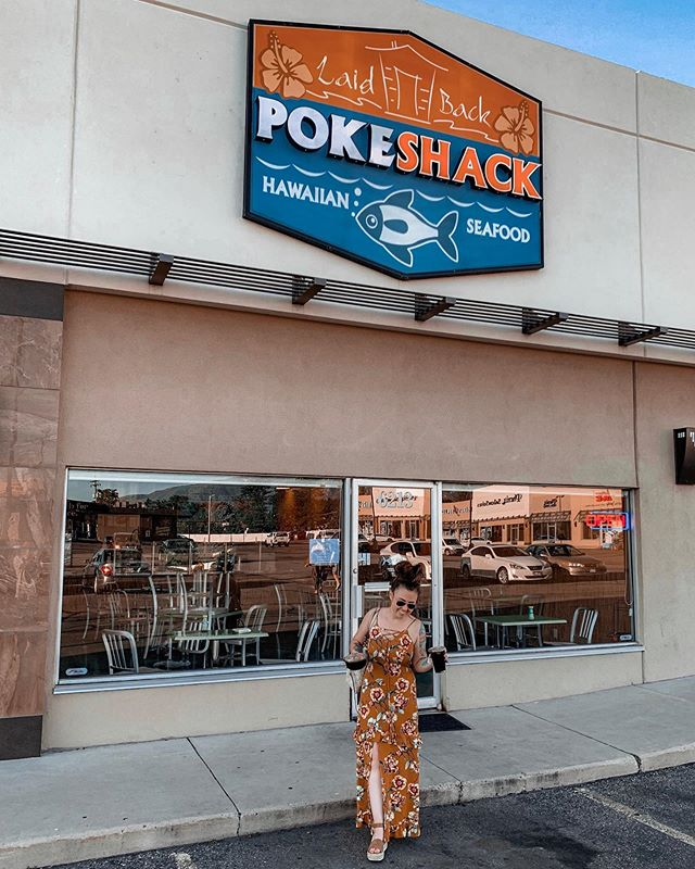 My favorite poke in SLC! @laidbackpokeshack has so many types of poke (and you can buy it by the pound, y'all!) and I'm not even ashamed that I've tried every single one! 🤗This was my reward for making it to the gym today when I #really didn't want to 😂🤷🏻♀️ . . . . . . #laidbackpokeshack #laidbackpokeshacklehi #lfthx #organicad