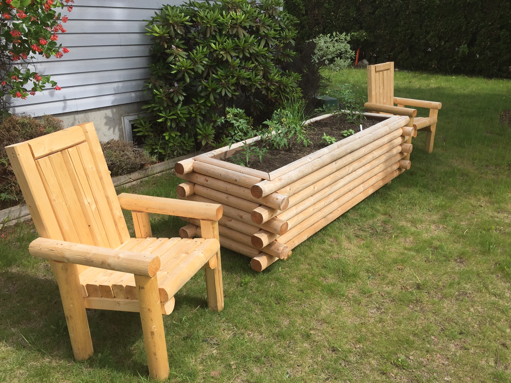 Flower bed & Chairs 2.JPG