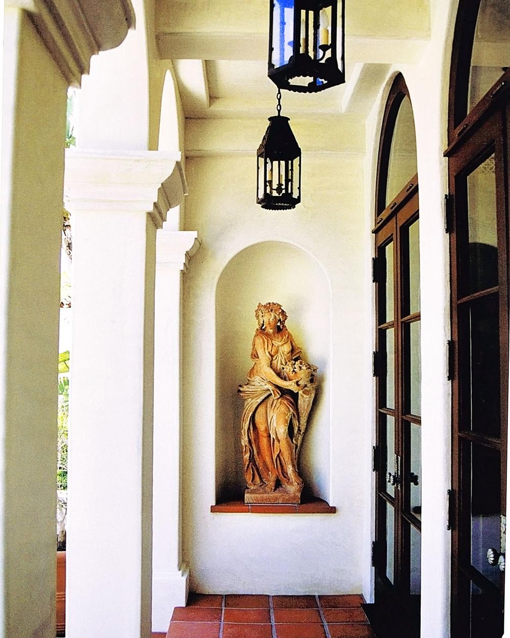 2-statue-arches-backdoor-exterior-dee-carawan.jpg