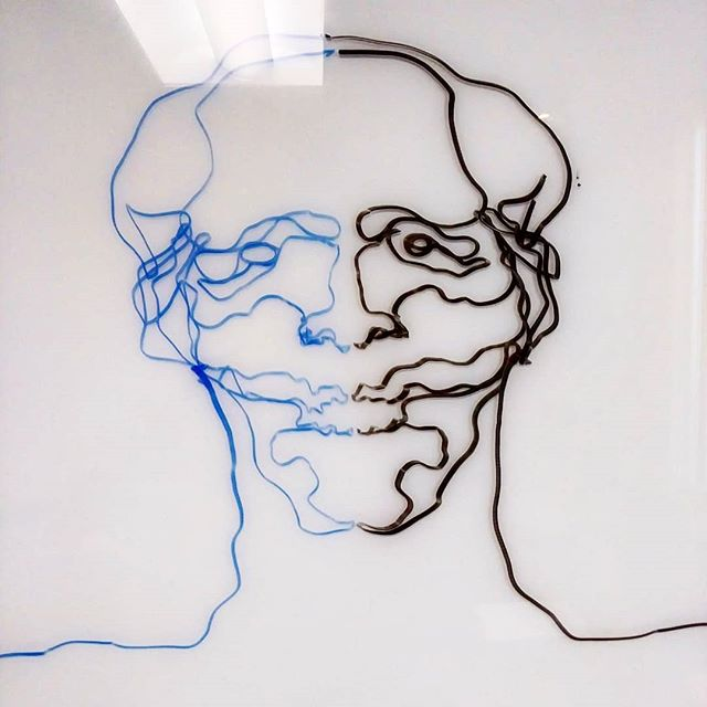 10 second double hand line drawing. For this study i took a blue marker in my left hand and a black in my right and drew each side at the same time. This is a great exercise to get both hands in motion and in sync. Try it out! . . . . . . #srudy #contour #drawing #education #teacherstyle #board #jacoubreyes #jacoubreyesart