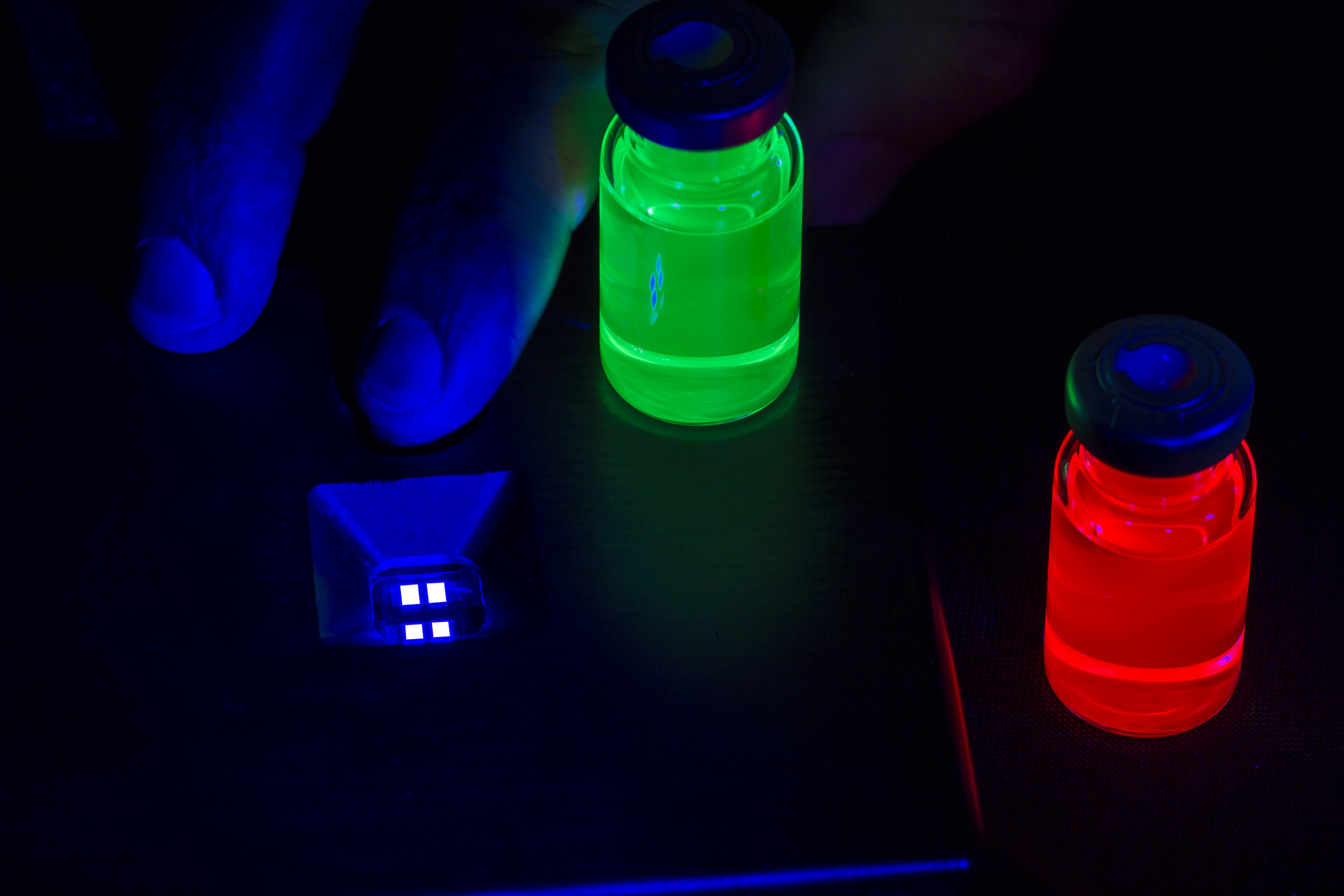 Two vials of photoluminescent quantum dots next to a prototype blue electroliminescent QD.  Credit: Nanosys - Amanda Carpenter and Oleg Grachev