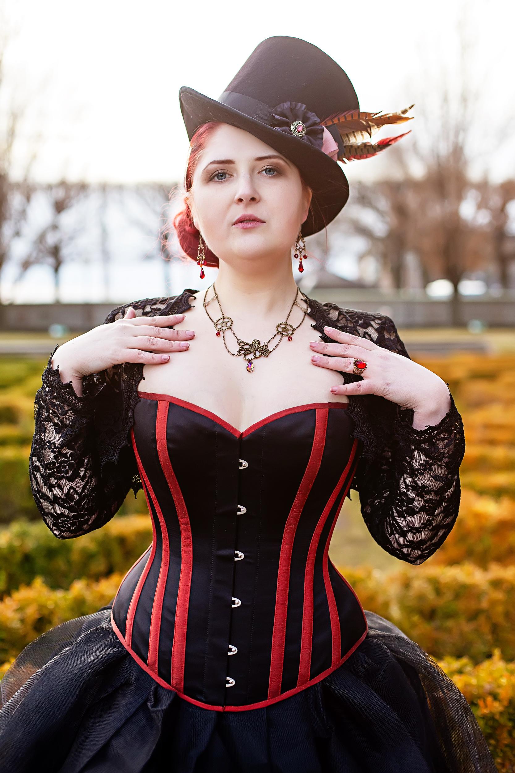Model:    Arathin    Corset:    Viola Lagher    Hat:   Imperial Fiddlesticks Emporium