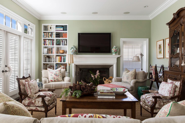 3-WardJewell-Hefner-traditional-living-room.jpg