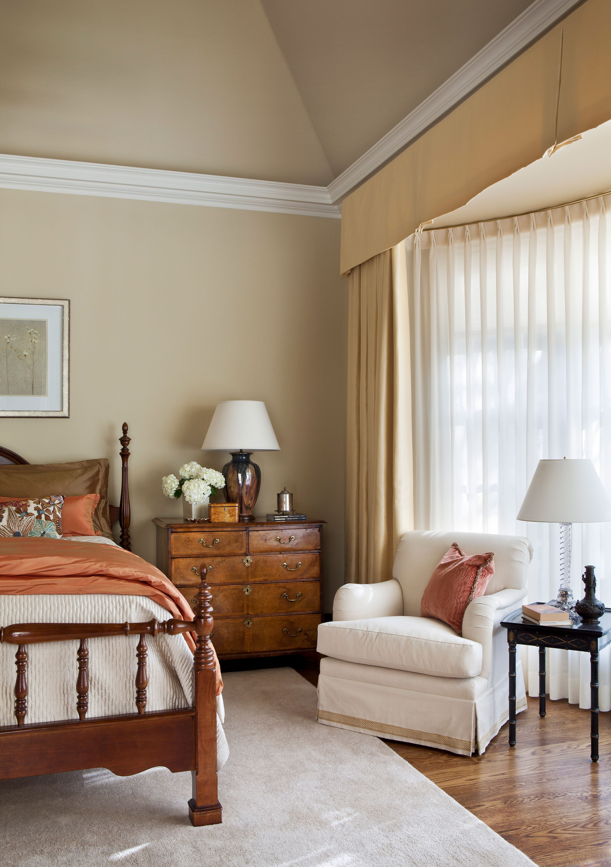 master-bedroom-vaulted-ceiling-crown-moulding-ward-jewell.jpg