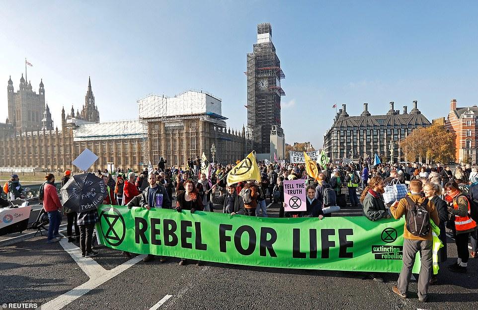 Rebellion Day_Westminster Bridge_17 Nov.jpg